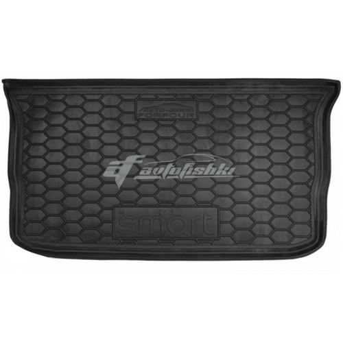 на фотографии резино-пластиковый коврик в багажник для Smart Forfour 453 второго поколения с 2014 года от Avto-Gumm