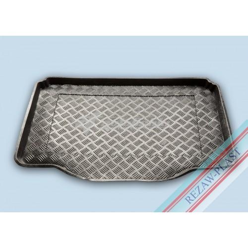 на фотографии резино-пластиковый коврик в багажник для Chevrolet Trax Tracker с 2013 года от Rezaw-Plast