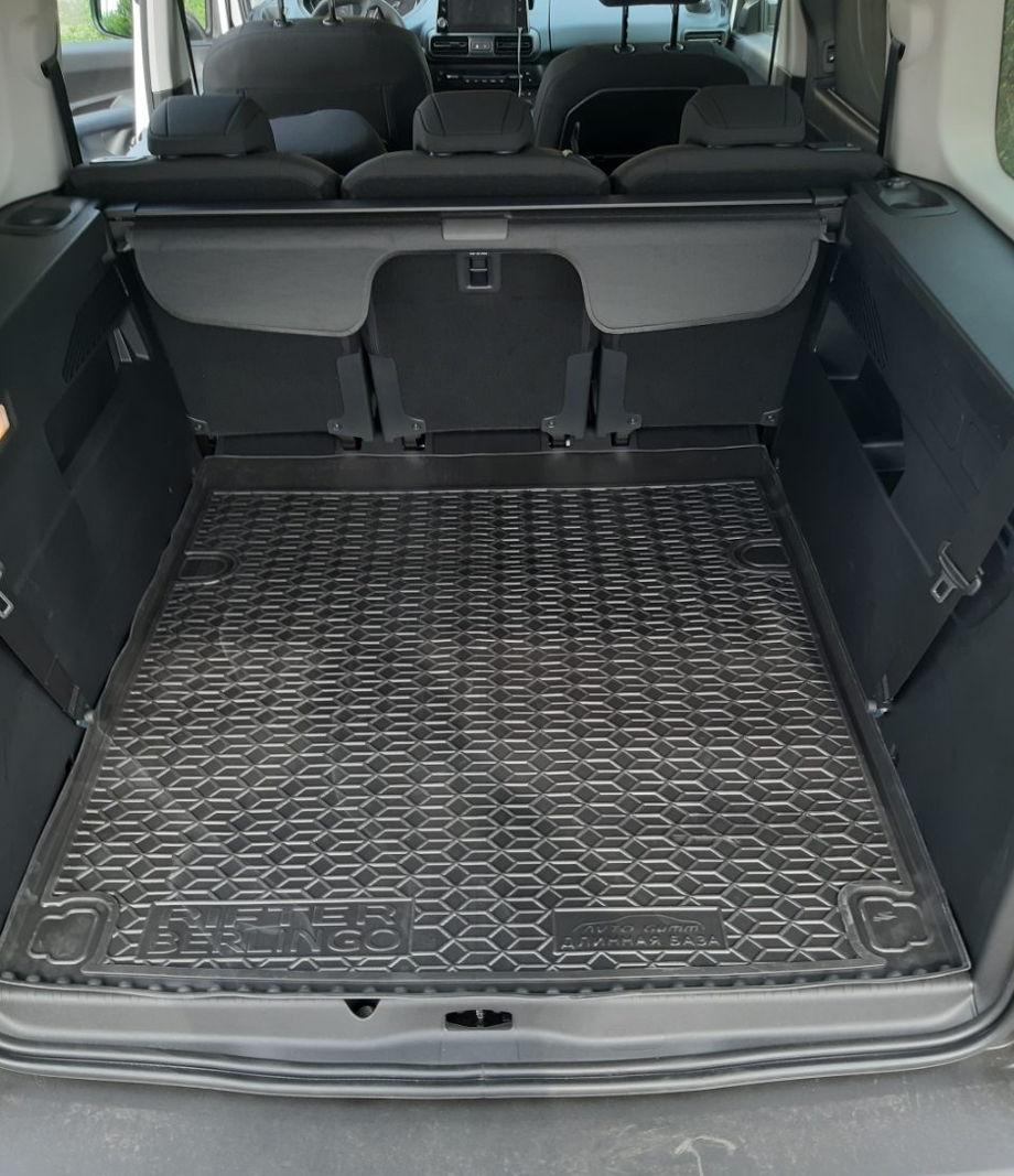 на фотографии резиновый коврик в багажник для Peugeot Rifter 2018-2020