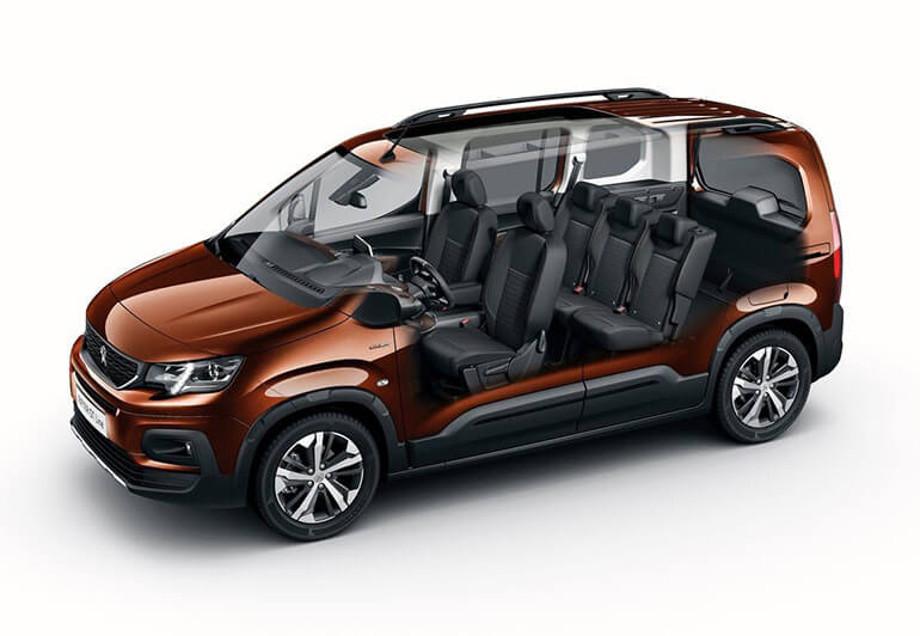 На фото автомобиль Peugeot Rifter 2018 в разрезе сбоку виден салон с автомобильными ковриками