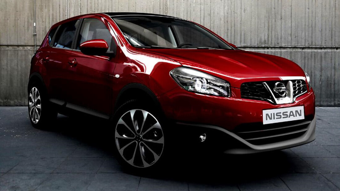 На фото Nissan Qashqai темно красного цвета. Это кроссовер